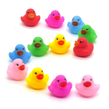 1pcs/mini Color New Born Babies Swiming Bath Floating Latex Children Squeeze-sounding Dabbling Ducks Classic Toys 3.5cm*3.5cm