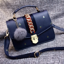 Free shipping, 2017 new woman handbags, trend leisure messenger bag, simple Korean version women bag, hair ball ornaments flap.(China)