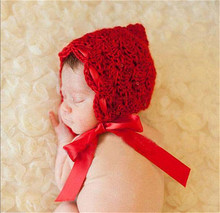 Крючком для маленьких <strong>вязание</strong> девочек красный цветок шляпа с шелковой лентой вязаные детские для маленьких девочек Earflap шапочка Цао Подставки для ф...(China)