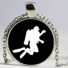 2017 newest casual sport jewelry scuba diver swimming pendant Diving in the sea necklace trendy seamen aquanaut gift(China)