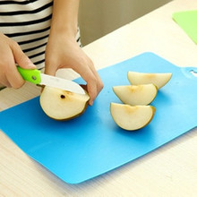 Curved cutting board Kitchen wear soft bendable antibacterial cutting board can be hung classified chopping board(China)