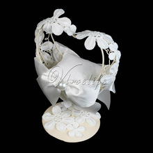 Wedding Favor Ring Pillow Bearer With Heart Shape Metal Frame White Lace Flowers Table Holder Ring Cushion for Wedding Decor