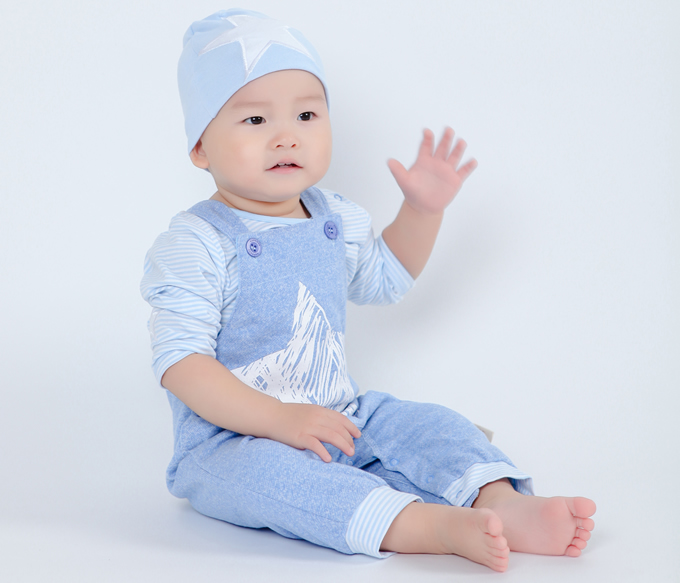 Baby fall suit 3-24 Boys and girls baby strap leather open pants Korean childrens clothes hat pants shirt 3 sets<br>