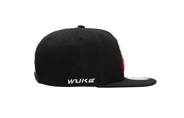 Must pealuuga nokamüts