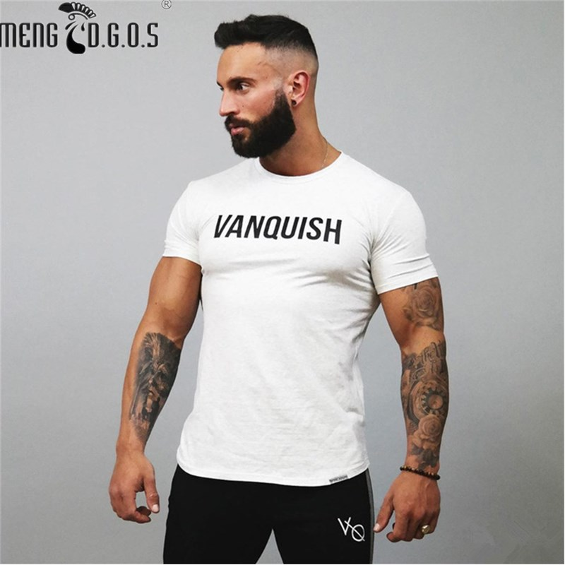 The men are fit for the 2017 fitness style, a flexible round collar workout uniform, and the choice of a T-shirt with a T-shirt(China)