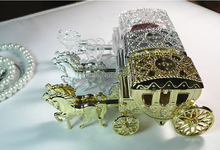 Free Shipping 12pcs Royal Carriage Wedding Favor Candy Box Horse Cart Box for Wedding Invitations Holiday Supplies Gifts