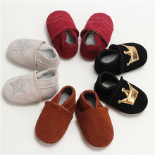 Free shipping 100% Genuine Leather Baby Boys Shoes Baby Moccasins Crown and Stars Soft Bottom First Walkers 28 Colors(China)