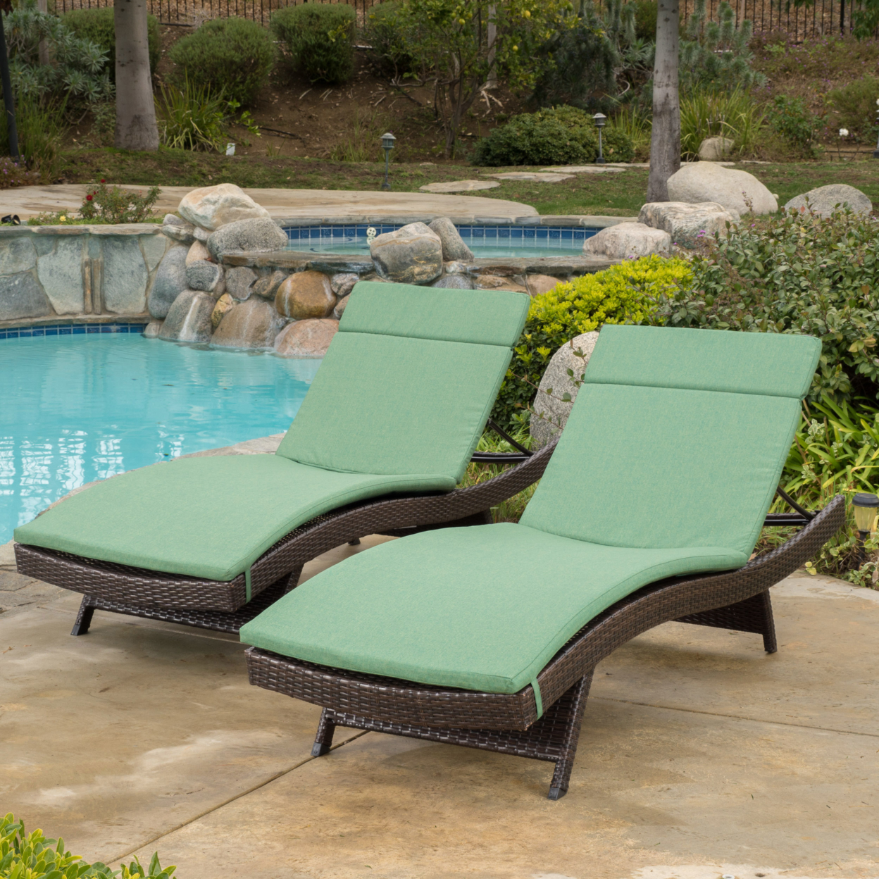 Lakeport Outdoor Adjustable Chaise Lounge Chairs w/ Cushions (set of 2) (4)