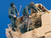 Free Shipping 1/35 Scale Unpainted Resin Figure WWII german SP gun crew 3 figures ( without artillery )