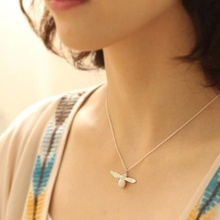 1 pcs Cute Bee Necklace Fine Jewelry Silver Gold Honey Bee Statement Pendant Necklace for Women