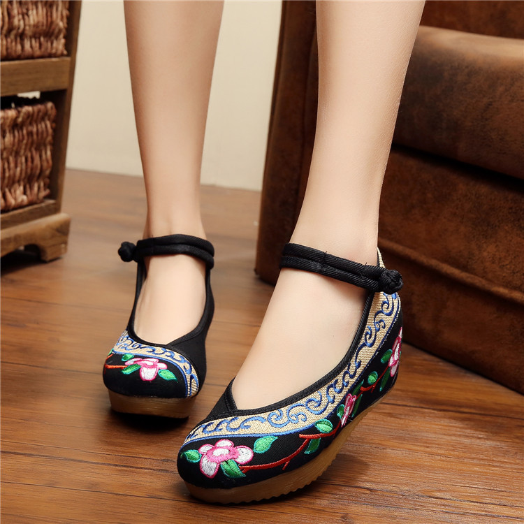 2017 Spring New Old Beijing embroidery shoes fashion female embroidered floral Canvas soft Dance shoes Size 35-40<br><br>Aliexpress