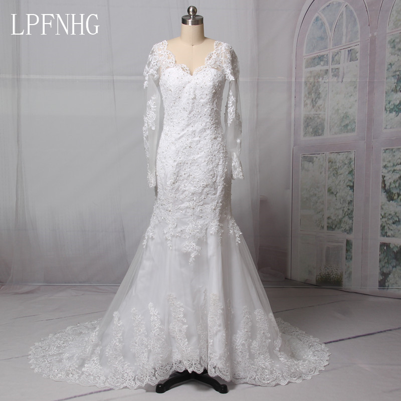 Backless Lace Wedding Dresses 2017 V-Neck Long Sleeve Sweep Train Applique Crystals Bridal Gowns Dresses Vestido De Noiva
