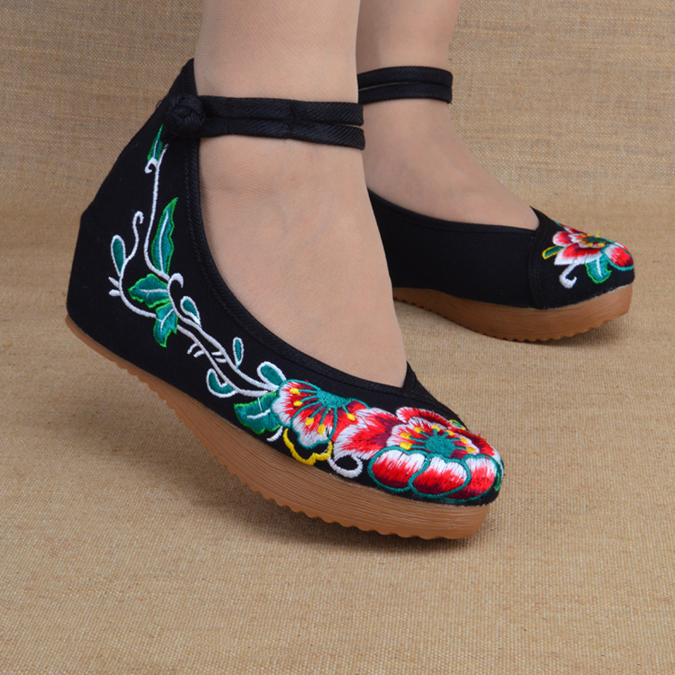 2016 New Embroidery Shoes Casual Ethnic Retro Womens floral Print Soft Sole Shoes Old Peking National Cloth Shoes 35-40<br><br>Aliexpress