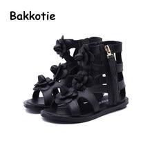 Bakkotie 2018 nueva moda bebé del verano playa suave pu cuero flor  gladiador sandalia niños lindo marca negro Flat Kid zapato 552d8d51fad7