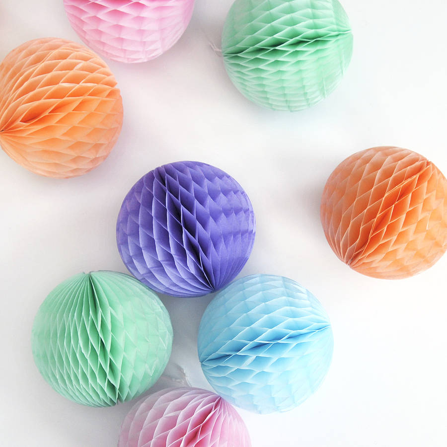 original_small-tissue-paper-ball-decoration (1)
