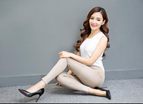 Spring-models-large-size-fashion-Black-Faux (5)