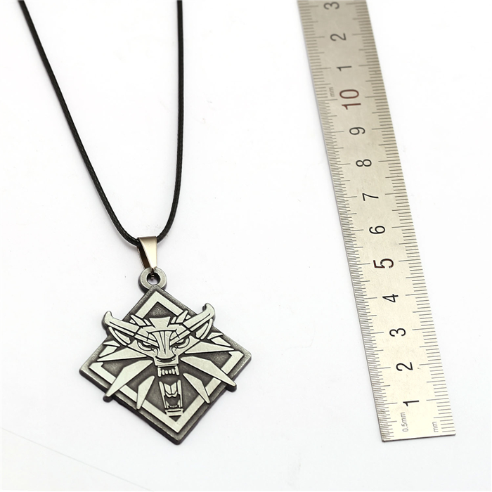 Witcher Necklace Silver measures