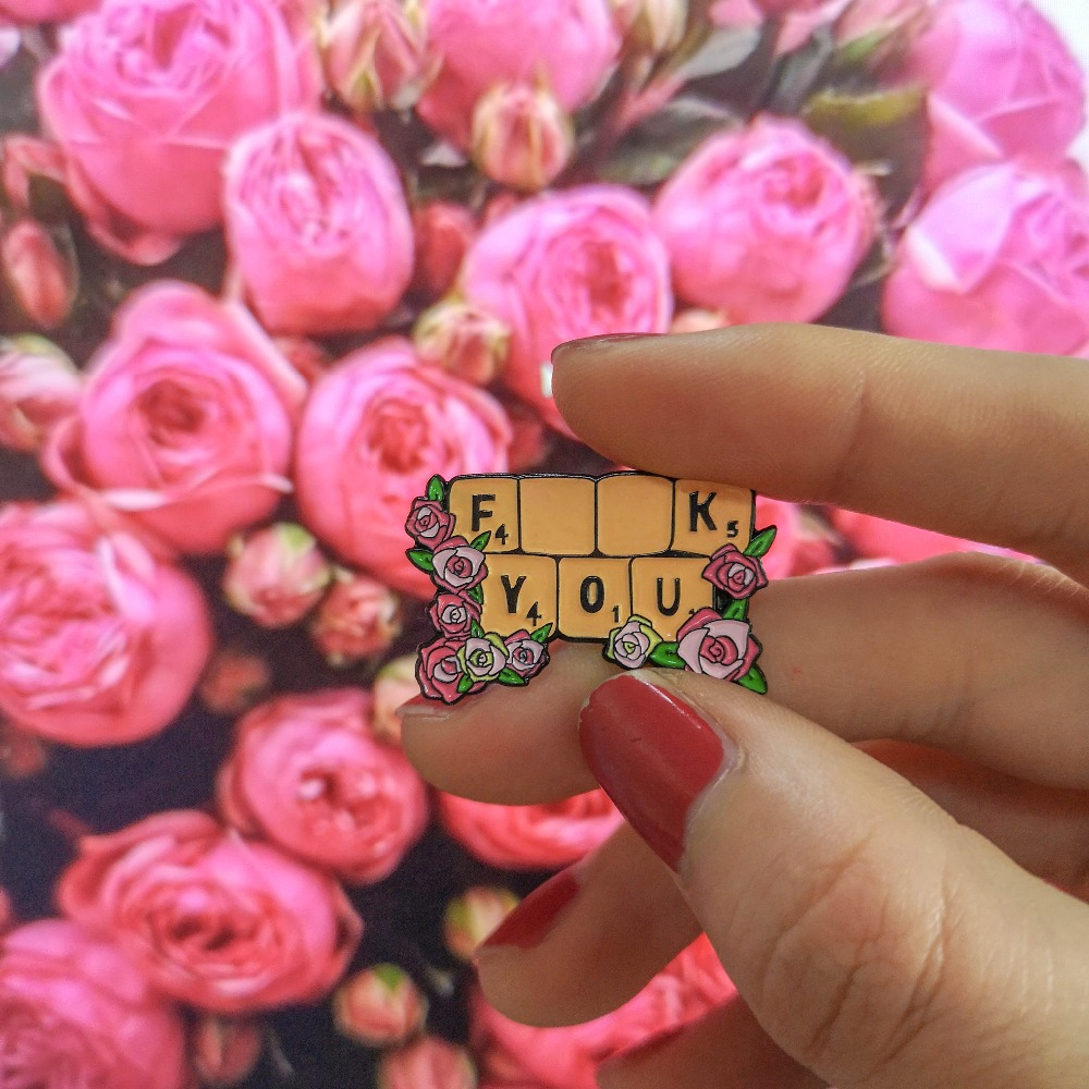 """/""""Feminist/"""" Red Rose Enamel Pin Badge//Brooch Support Feminism in Gift Tag /& Bag"""