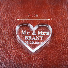 50pcs Personalized Engraved Transparent MR & MRS Surname Love Heart Wedding Table Decor Favors Customized name and date(China)