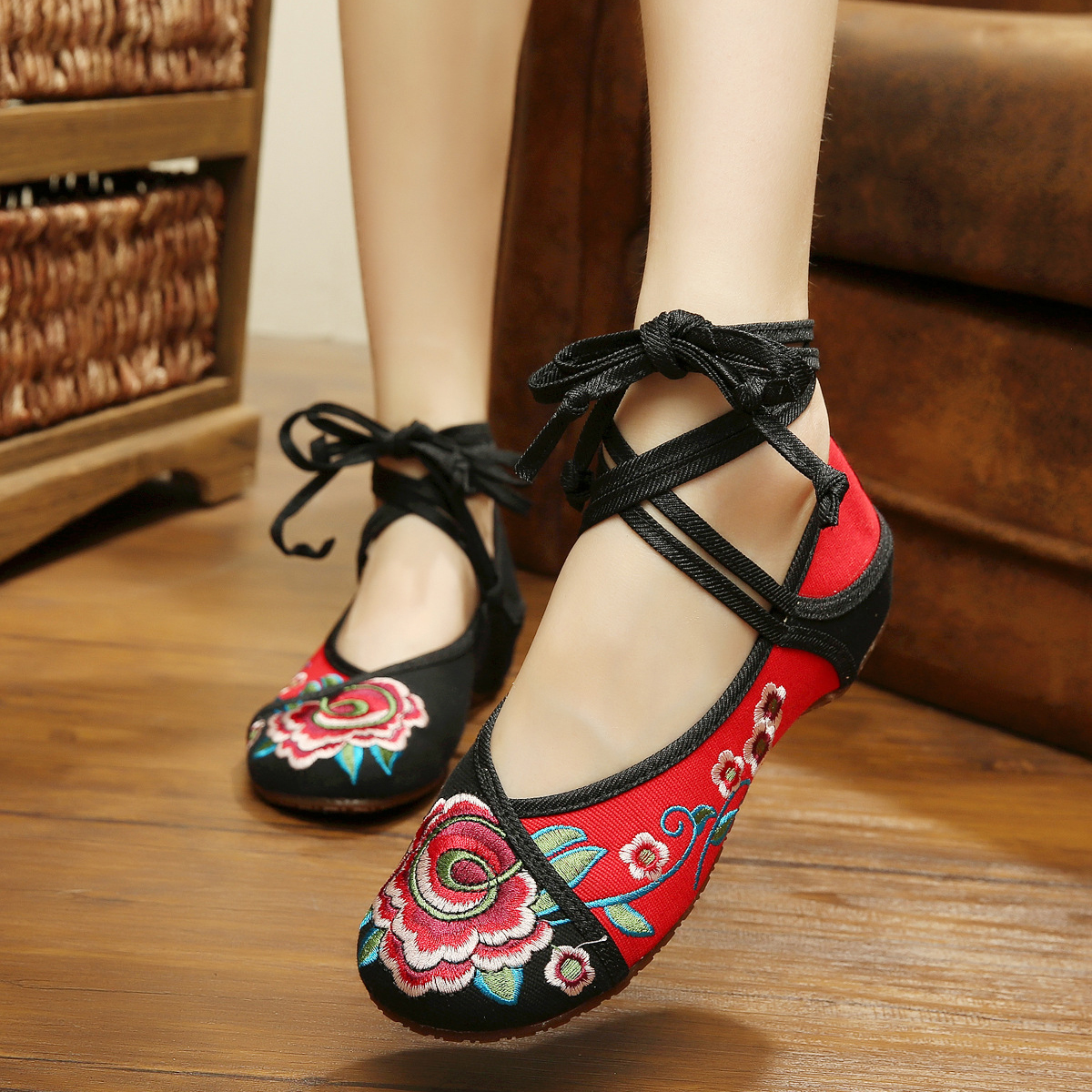 New patchwork colorful womens dance shoes fashion sexy flowers embroidered Chinese style flats shoes for women<br><br>Aliexpress