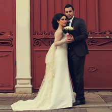 New Designers Elegant Full Sleeves Wedding Dress Dreaming Sexy See Through Appliqued Wedding Dresses Custom Made