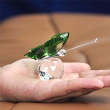 XINTOU Crystal Flying Butterfly With Faceted Glass Ball Feng shui Animal Figurine Collection Paperweight For Home Wedding Decor