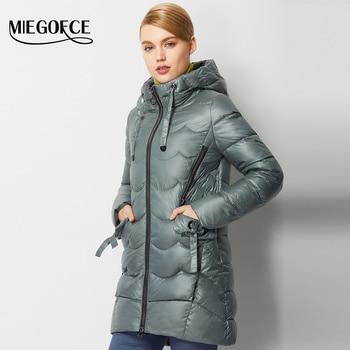 Las mujeres chaqueta abajo capa larga mujer de down parka abrigo de invierno caliente de alta calidad de estilo europeo miegofce 2016 nueva colección de invierno