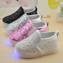 New 2017 European fashion LED fashion baby boys girls shoes hot sales shining casual kids sneakers Lovely slip on children shoes(China)