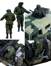 Free Shipping 1/35 Scale Unpainted Resin Figure crew of russian armored car tiger 2 figures(excluding car)