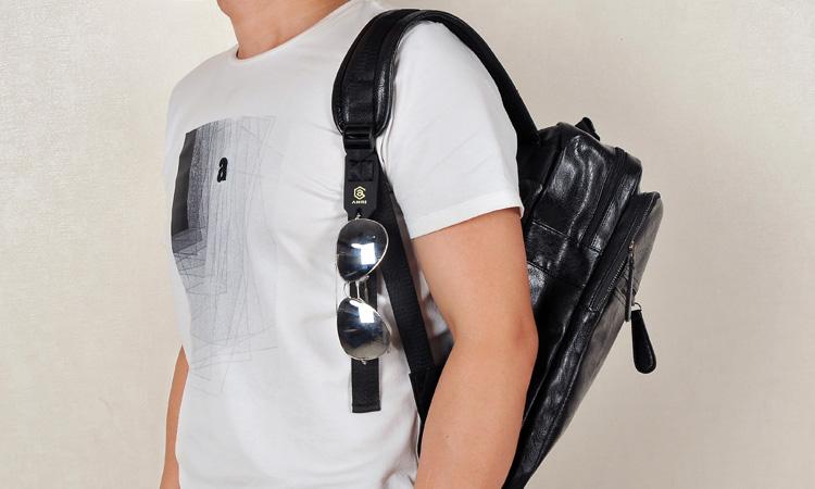 Lihtne must suur seljakott kunstnahast