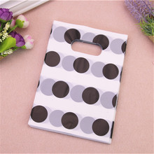 2017 New Design Wholesale 100pcs/lot 13*18cm Fashion Plastic Packaging Bags With Football Style Black Dot New Year Gift Bags