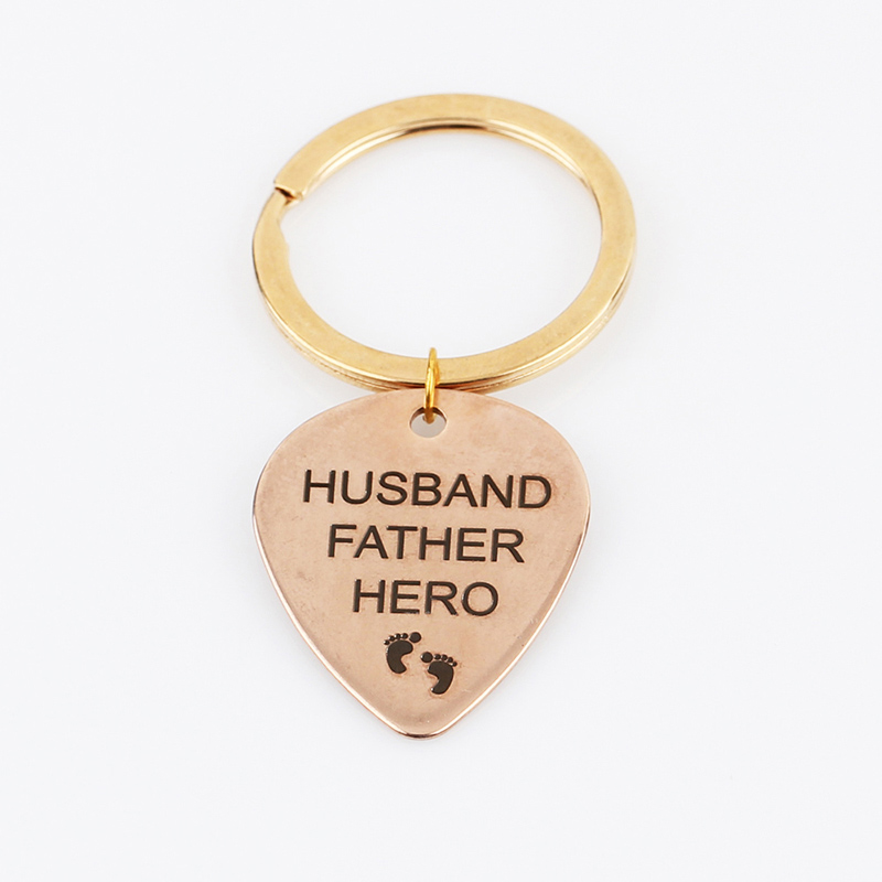Letter-HUSBAND-FATHER-HERO-Small-Footprint-Keychain-Car-Men-Key-Rings-For-Dad-Jewelry-Ornaments-Gift (5)