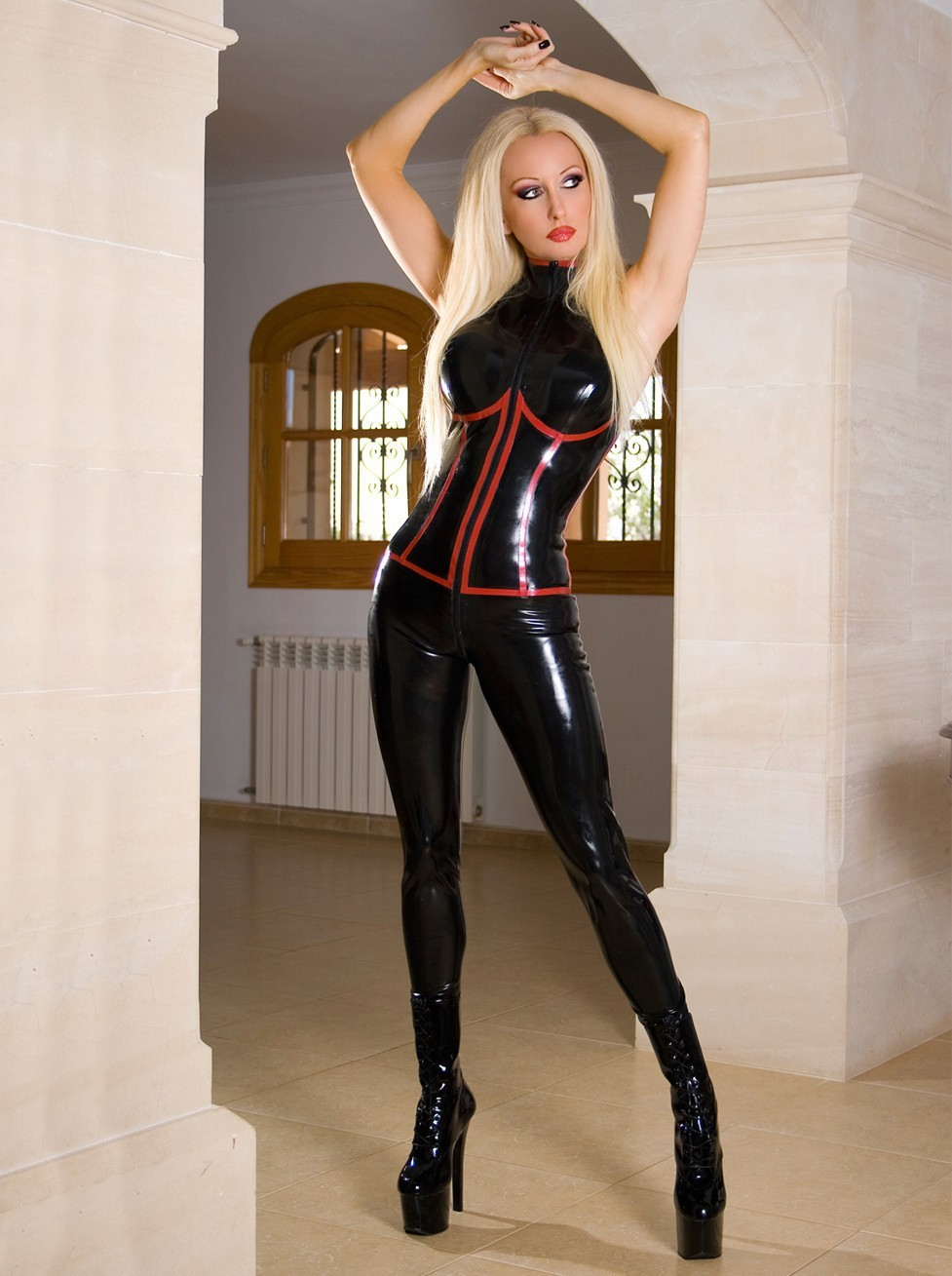 Wild babe Cindy Hope is posing in her tight latex dress on camera № 679748  скачать