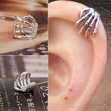 1Pc Unisex Punk Simple Design Silver Color Skeleton Finger Hand Ear Clip Ear Cuff