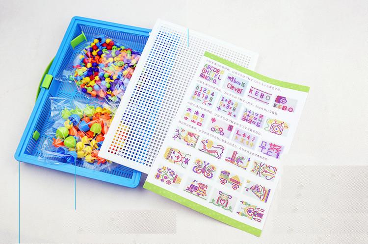 Ilustração de possíveis formatos que a criança pode construir com o mosaico.