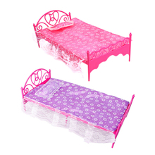 Perfect Chic Mini Furniture Plastic Pink Bed Dolls Bed Bedroom Furniture For Dolls Dollhouse Princess Toy Pretend Toy for Girl