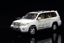 Diecast Car Model Toyota Land Cruiser LC200 1:18 (White) + SMALL GIFT!!!!