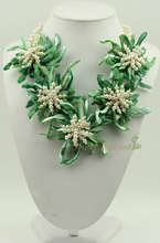 N14061007 green MOP shell FW pearl flower necklace