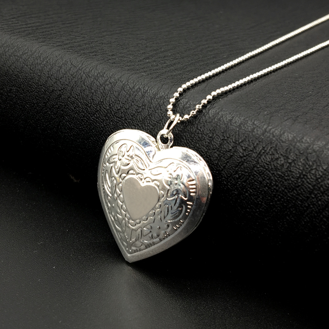 Heart Necklace6.jpg