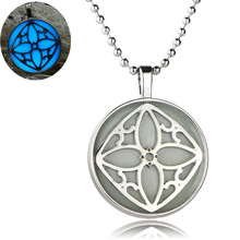 Hollow Out Clover Glow In The Dark Necklaces Pendants Jewelry Blue Color Night Light Glowing Necklaces Valentine's Day Gifts New