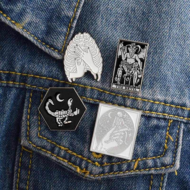 Gothic-Dark-Devil-Scheletro-Polmone-Mano-Scorpion-Spilla-Smalto-Oro-Argento-Pins-Sacchetto-Pulsante-Bavero-giacca