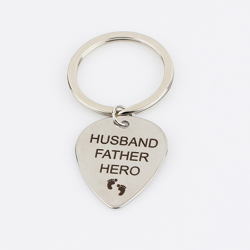 Letter-HUSBAND-FATHER-HERO-Small-Footprint-Keychain-Car-Men-Key-Rings-For-Dad-Jewelry-Ornaments-Gift (3)