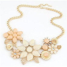 Top Fashion Trendy Power Necklaces Women Resin Collares Mujer New Fashionable Bright Flower Necklace Charm And Pendant Gift
