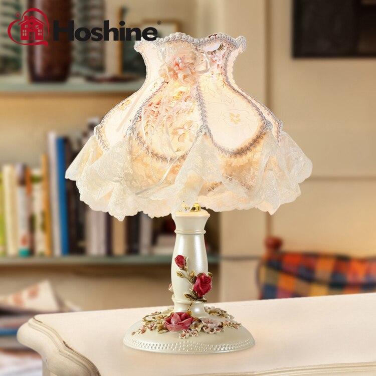 Настольная лампа с кружевами