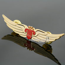 China Southern Airlines Golden Badge Wing Pin Flying Medal for Flight Crew Air Man Aviation Good Gift as Collection Souvenir