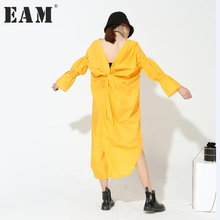 [EAM] 2017 hot new autumn back V-collar long flare sleeve solid color white yellow loose big size dress women fashion  5 colors