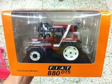 1:32 scale Diecast model New Holland FIAT 880 DT5 tractor New