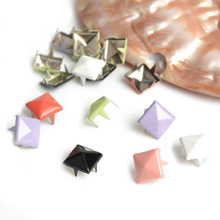100pcs 8mm Random Mix Colors Pyramid Studs Nailheads Spike Punk Leather Bracelets Belt Bag rivet Apparel Sewing Garment Rivet