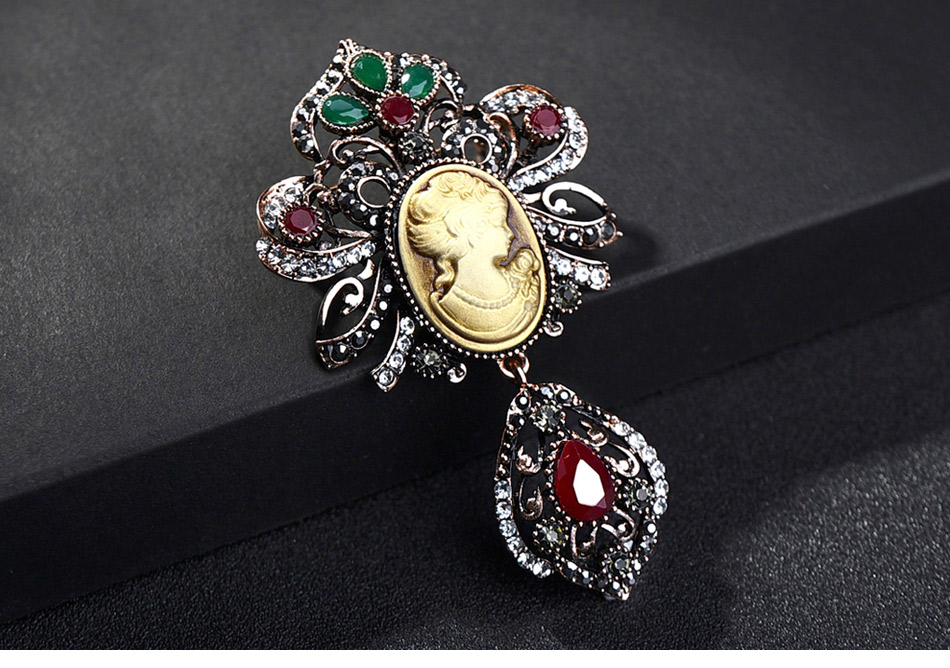 Ethnic-style-Vintage-Queen's-Cameo-Crystal-Brooch-Pins_02