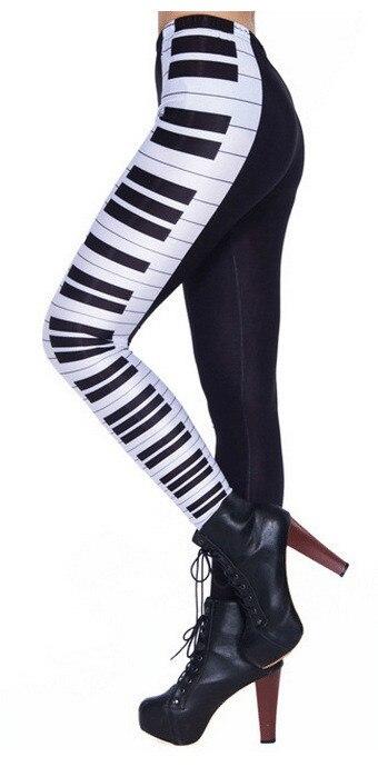 Klaveriklahvidega mustad retuusid